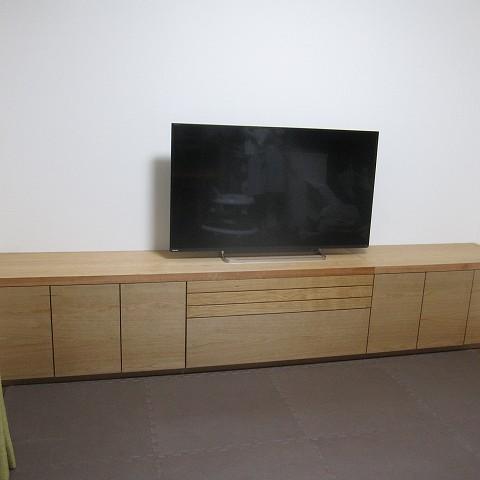 納品ブログ -オーダーメイドで壁にすっきりブラックチェリーのTVボード-