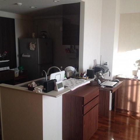 納品ブログ -造作家具- ウォールナットのキッチン&リビングボード-