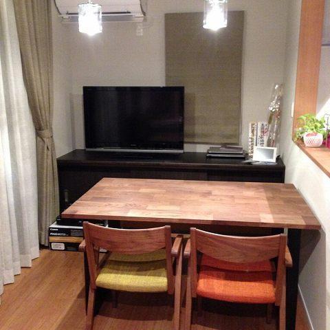 納品ブログ -ウォールナット家具にビタミンカラーでアクセント-