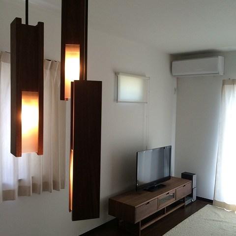 納品ブログ -ウォールナットのTVボードと照明-