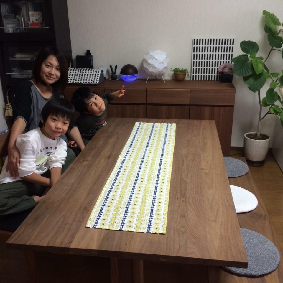納品ブログ-家族で使える無垢のオーダーデスク-