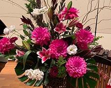 大型装花3000円ピンクのダリアなどの装花