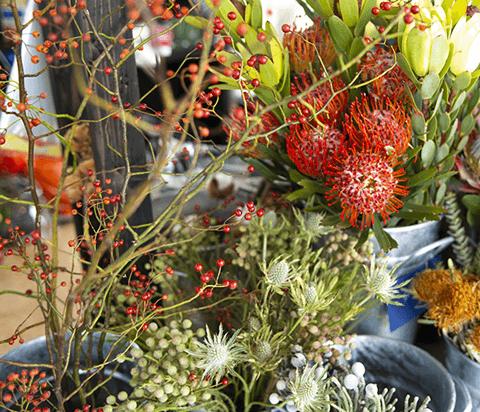 アンジェリカでは各種お祝い等の華やかなアレンジメントフラワーを承ります